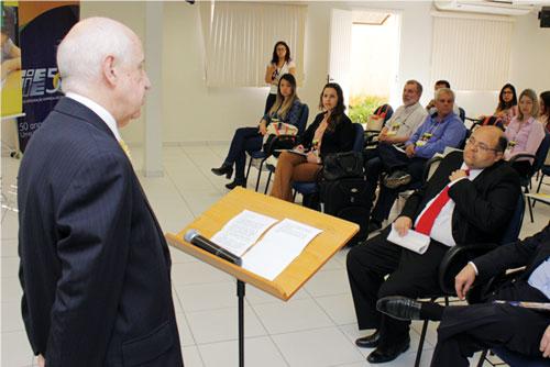 Arwed Kirchgässner, presidente do CIEE/PR, na abertura do encontro.